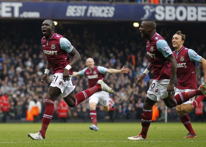 AFP/Scanpix nuotr./Mohamedo Diame įvarčiu džiaugiasi West Ham United futbolininkai