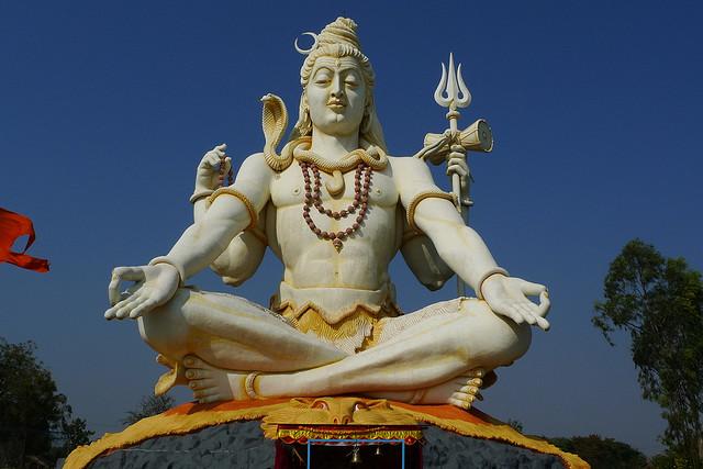 """Šiva (sanskritu: शिव, oficialioje IAST transliteracijoje: Śiva, """"geradaris"""", """"atnešantis laimę"""") – vienas populiariausių hinduizmo dievų."""