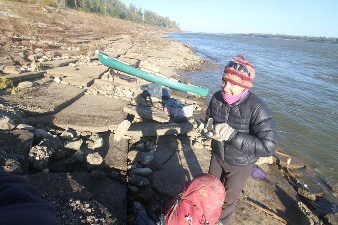 Evelinos ir Karolio nuotr./Kartais esant nemenkoms bangom, tenka avartuotis prie kranto.