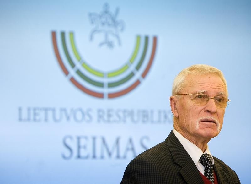 Seimo nuotr./Artist Arvydas Každailis (and the new Seimas Logo in the background)