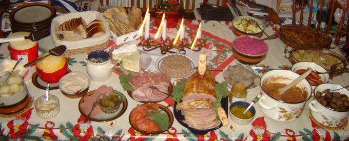 Wikimedia.org nuotr./Kalėdinis avediakas stalas