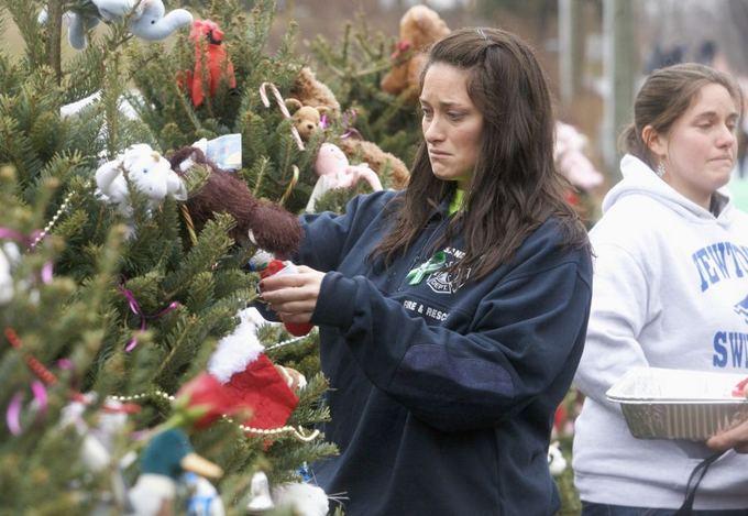 Reuters/Scanpix nuotr./26 tragedijos aukoms mieste pastatytos 26 eglės.