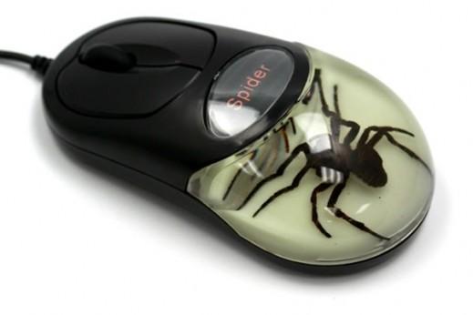 Gamintojo nuotr./Kompiuterio pelė su voro inkliuzu
