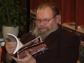 Rašytojas Kazys Almenas išleido naują detektyvą.