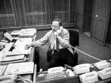"""V.Landsbergio knygos """"Kaltė ir atpirkimas"""" Iliustracija/Aukščiausios Tarybos pirmininkas Vytautas Landsbergis savo kabinete 1991 m."""
