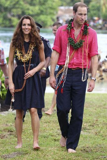 """""""Reuters""""/""""Scanpix"""" nuotr./Kembridžo hercogienė Catherine ir jos vyras princas Williamas per vizitą Saliamono salose"""