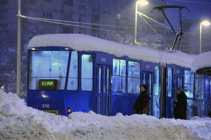 Scanpix nuotr./Kroatijos sostinė nuklota sniegu.