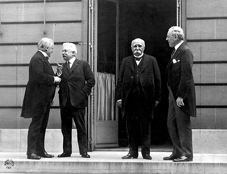 """""""Didysis ketvertas"""" Paryžiaus taikos konferencijoje: D.Britanijos premjeras Davivas Lloydas George'as, Italijos premjeras Vittorio Orlando, Prancūzijos premjeras Georges'as Clemenceau ir JAV prezidentas Woodrow Wilsonas"""