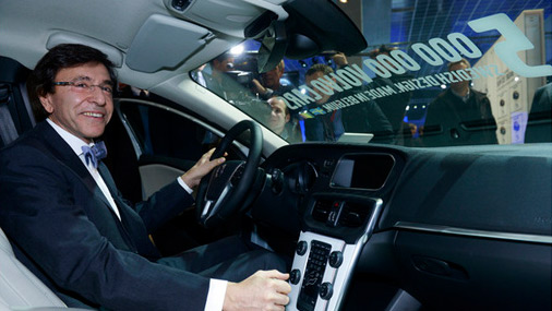 Бельгийский премьер-министр за рулем Volvo V40.