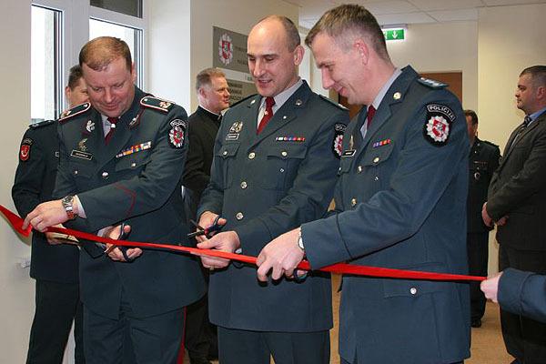 Pagėgių policijos viršininko pareigas nuo sausio 24-osios eina šilališkis Artūras Mikalauskas (viduryje).