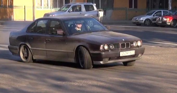 Gruzijos gatvėse slystantis BMW M5