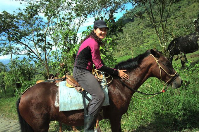 Evelinos ir Karolio nuotr./Ne tik mokėmės, kaip pakaustyti ir prižiūrėti arklius, bet ir patys jais jodinėjome