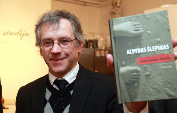 Rašytojas Alvydas Šlepikas, dviejų poezijos ir vienos novelių knygos autorius, už pirmąjį savo romaną pelnė jau ne vieną įvertinimą.