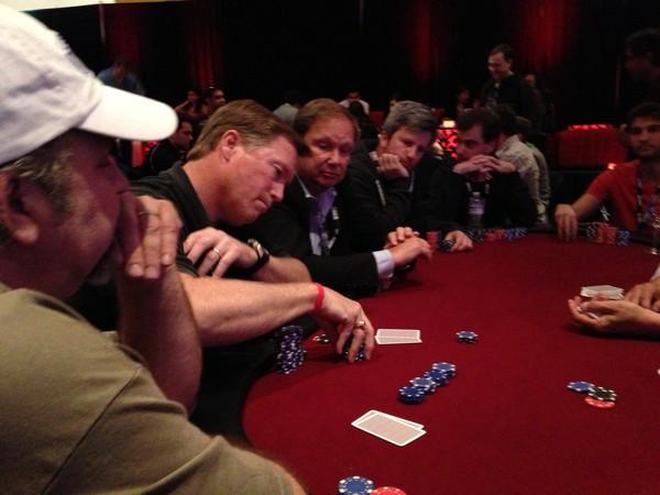 IT specialistai ir pokerio meistrai susigrūmė labdaringame pokerio turnyre