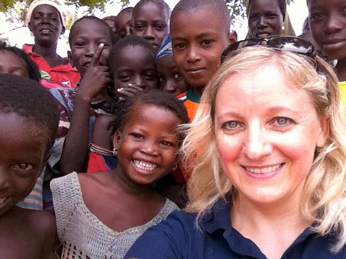 Edita Nichols su Afrikos vaikais