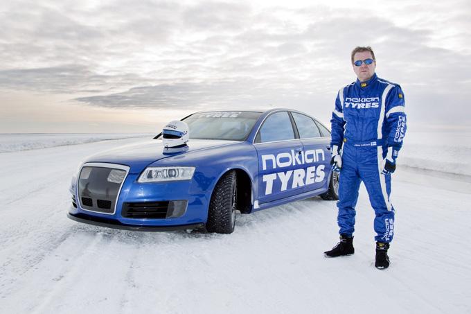 """""""Audi RS6"""" ant užšalusios Baltijos jūros"""