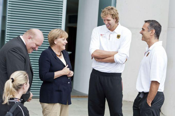 Dirkas Bauermannas ir Dirkas Nowitzkis susitikime su Angela Merkel.