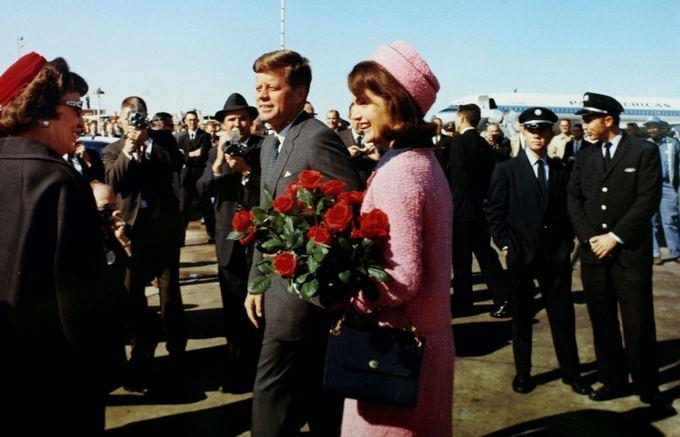 Scanpix nuotr. / Prezidentas John F. Kennedy ir pirmoji aalies ponia Jacqueline Bouvier Kennedy Teksas 1963 m. lapkritį.