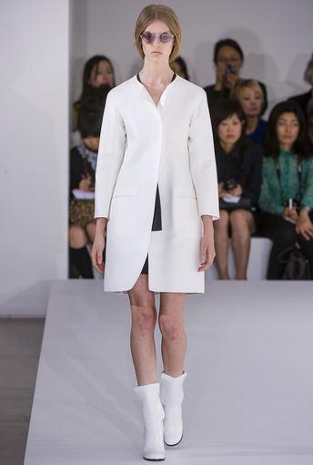Scanpix nuotr. / Jil Sander kolekcijos modelis Milano mados savaitėje.