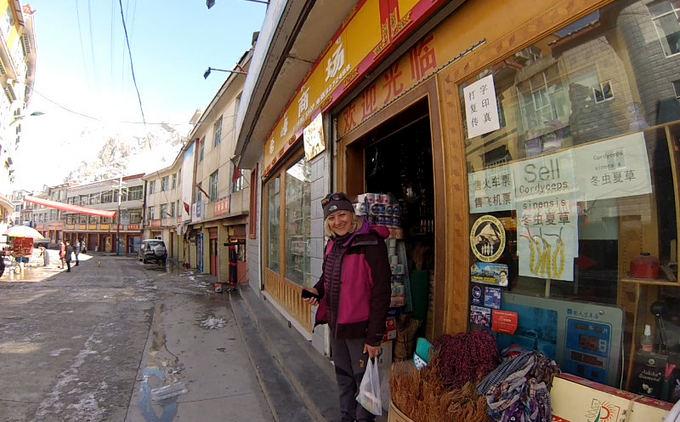E.Nichols nuotr./Shopping in Nyalam