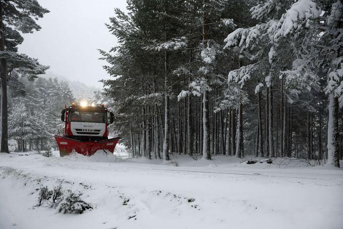 Ispanijoje valomas nuo kelių sniegas