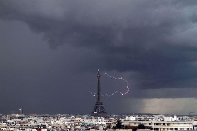 Scanpix/Caters News Agency nuotr./Eifelio bokatas