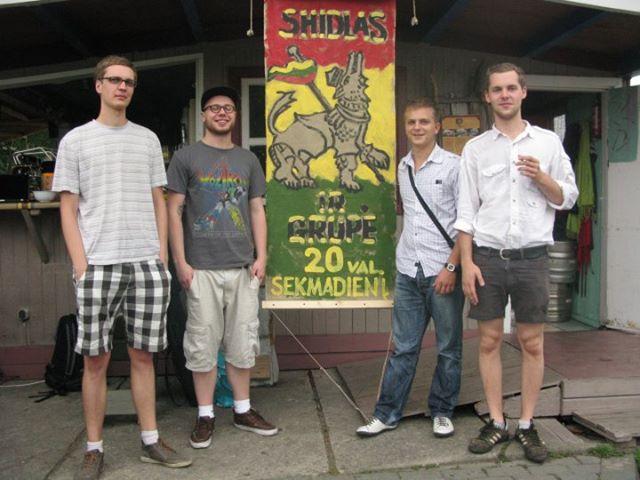 Asmeninio archyvo nuotr./Shidlas su grupe, 2011 m.