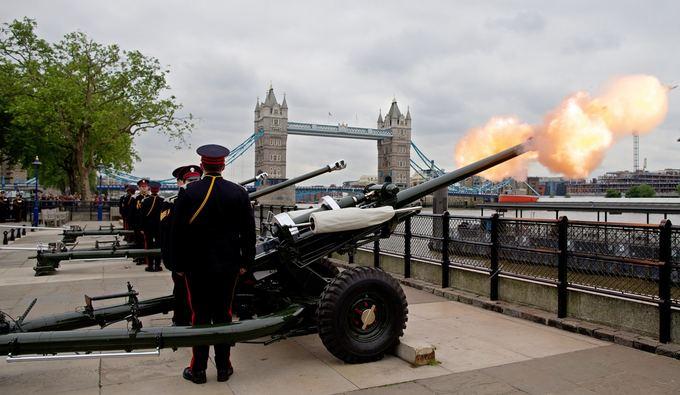Princo  Philipo gimtadienio proga Londone tradiciakai nugriaudėjo karaliakųjų pajėgų salvės
