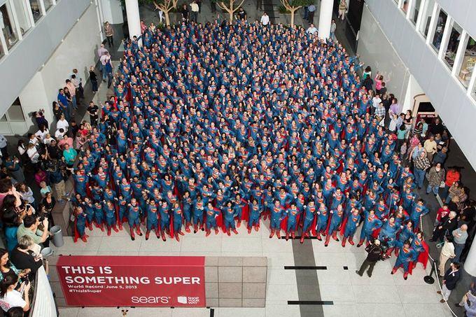 ACME Film nuotr./Sears darbuotojai vienoje vietoje susirinko daugiausiai žmonių, persirengusių Supermenais  jų buvo net 566.