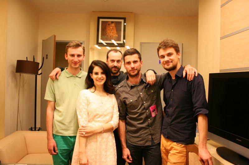 Markas Palubenka (kairėje) su Lana Del Rey ir kolegomis