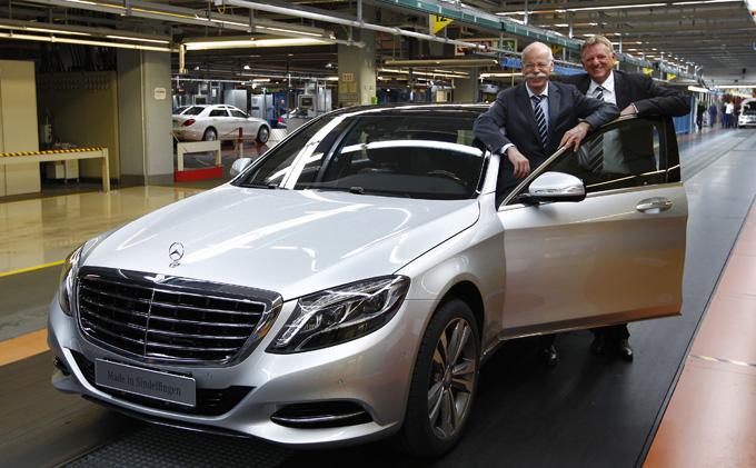 """Daimler"" vadovas Dieteris Zetsche šalia S klasės ""Mercedes-Benz"""