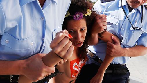 В Тунисе активисток Femen приговорили к тюремному сроку