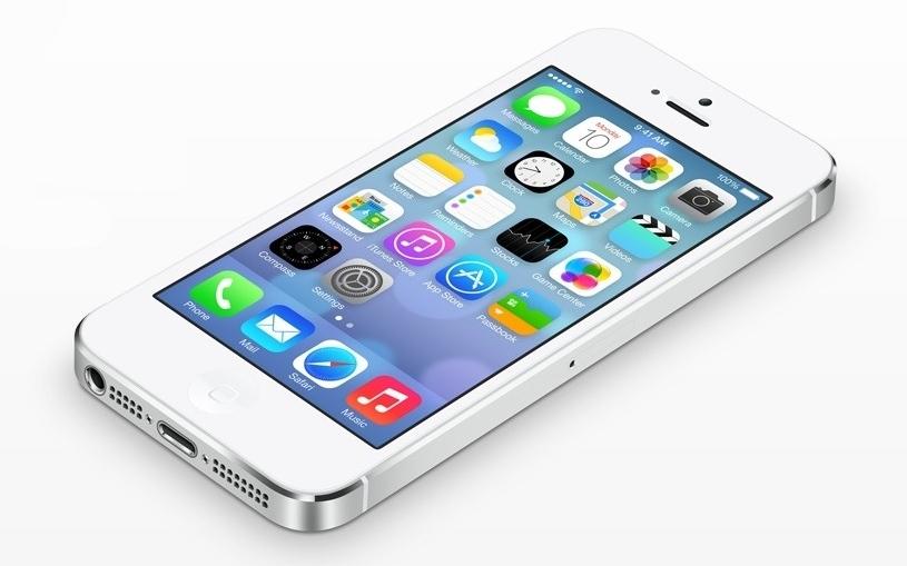 """Išmanusis telefonas """"iPhone 5"""" su operacine sistema """"iOS 7"""""""