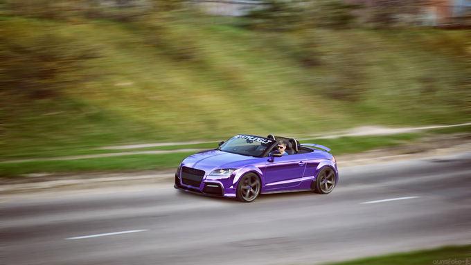 (Aurisfoto.lt nuotr.)/Purpurine chromo plėvele dengtas Audi TT kabrioletas