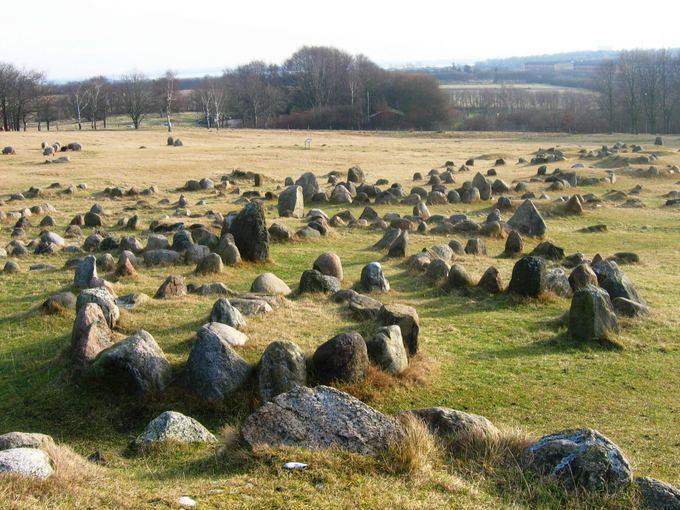 E.Karoblytės nuotr./Vikingų kapinės Aalborgo paaonėje