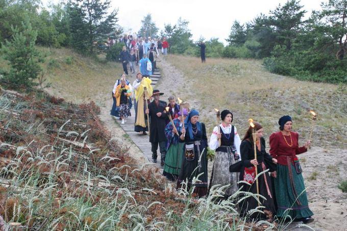 S.Vaiavilaitės nuotr./Kuraių nerijoje savaitgalį rengiamas folkloro festivalis Tek saulužė ant maračių.