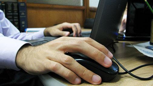 Компьютерщик требует $300.000 за то, что не может пользоваться мышкой