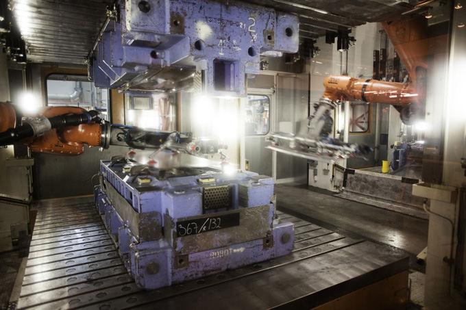 Volvo Trucks nuotr./Lakatinis plienas yra formuojamas 340 presų, kiekviena dalis yra presuojama penkiais veiksmais, kad būtų užtikrinta tiksli geometrija.