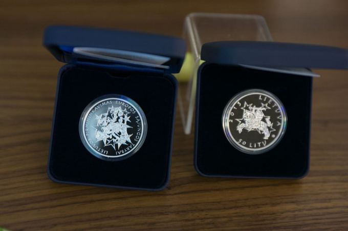 50 litų moneta