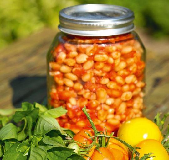 Aidos Chlebinskaitės nuotr./Pupelės pomidorų padaže