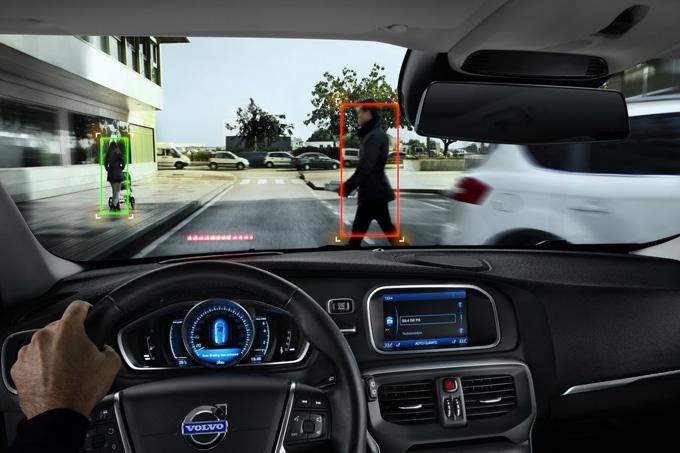 """""""Volvo"""" automobiliuose montuojama pėsčiųjų aptikimo sistema"""