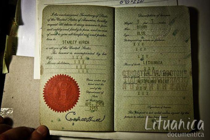 B.Tilmanaitės/lituanica-documentica.lt nuotr./Stasio Girėno JAV pasas.