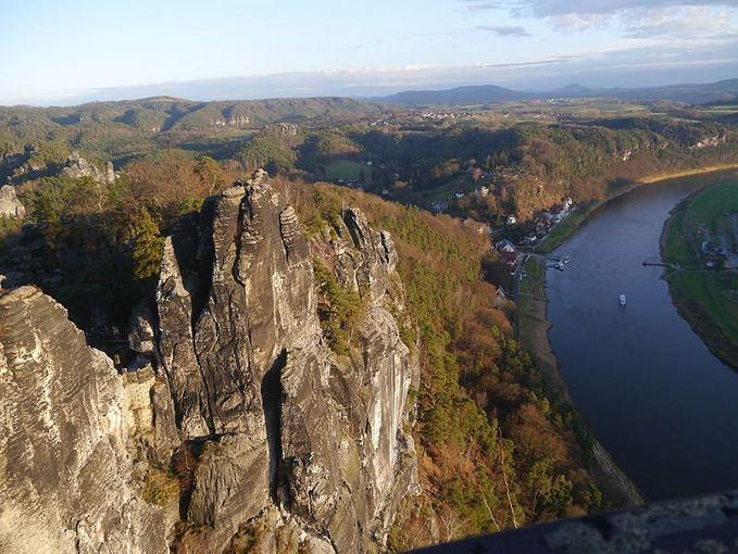 Wikimedia.org nuotr./Saksonijos `veicarijoje esančios Bastėjos uolos jau daugiau nei 200 m. sulaukia turistų ia viso pasaulio