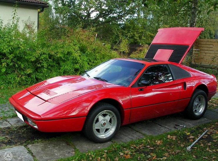"""Pontiac Fiero GT"", apsimetantis ""Ferrari 328"""
