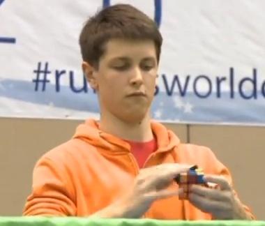 Pasaulio Rubiko kubo čempionas australas Feliksas Zemdegsas galvosūkį surinko vos per 7,36 sek.