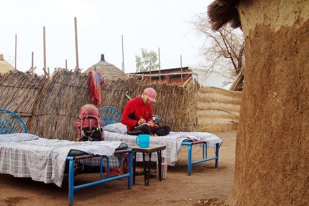 Evelinos ir Karolio nuotr./Girdėjome, kad Sudaniečiai geri, bet tai įsitikinti pakako vos vienos dienos. Einant ieškoti parduotuvės maistui, mus pasikvietė pavalgyti maloni šeimyna, o po to dar ir apnakvydino.