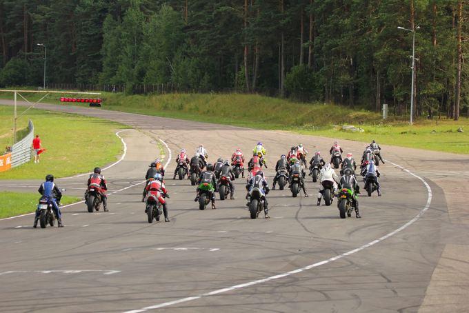 (Coffee Racers nuotr.)/Motociklininkai Kačerginės Nemuno žiede