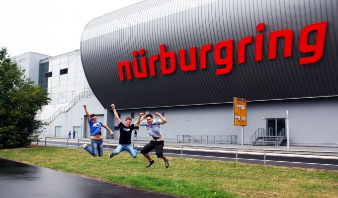 Mindaugo Gražio nuotr./Lietuvių pasivažinėjimas Niurburgringe