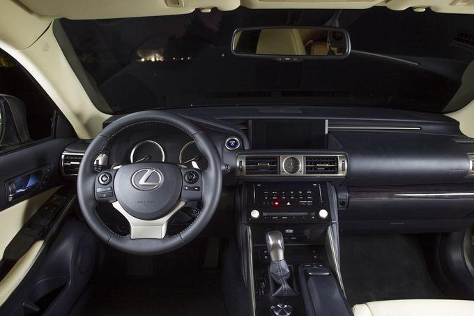 Trečiosios kartos Lexus IS