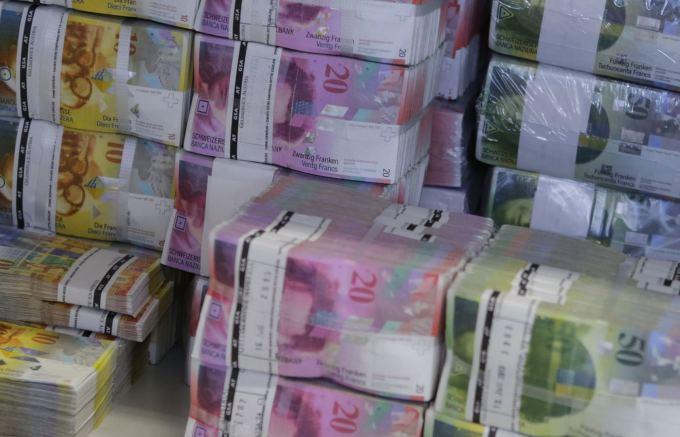 """""""Reuters""""/""""Scanpix"""" nuotr./Šveicarijos frankai"""